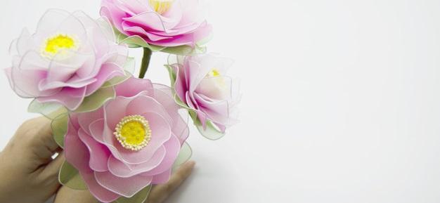 Как изготовить цветы из капрона